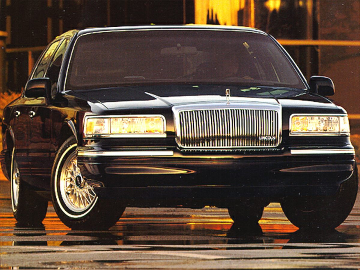 Pre-Owned 1995 Lincoln Town Car Signature